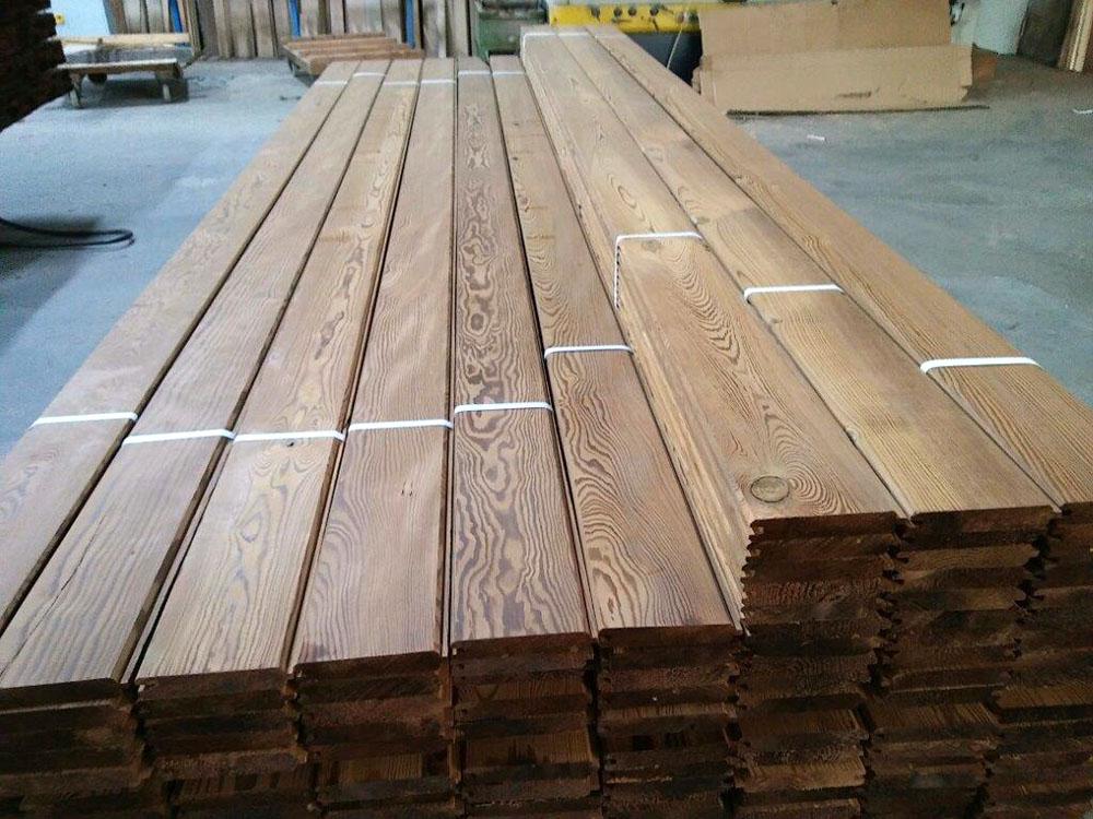 suelo de madera termotratada